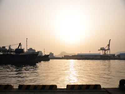 Morning_sun_of_shimonoseki_porta02w