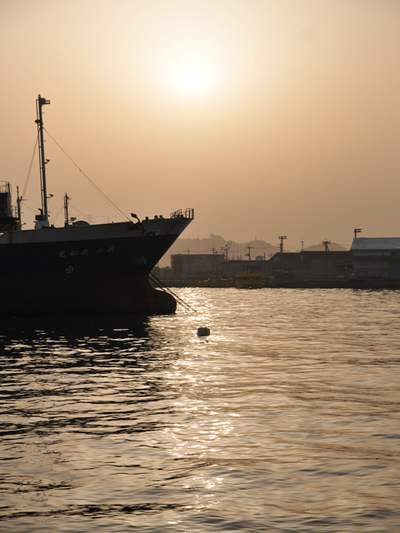 Morning_sun_of_shimonoseki_porta03w