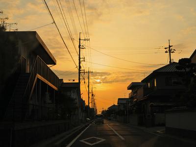 Evening_sun_in_town01w