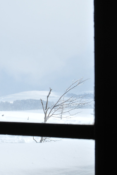 Snow_outside_the_window001
