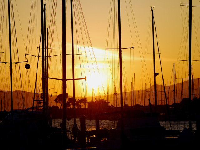 Evening_sun_in_yacht_harbora1