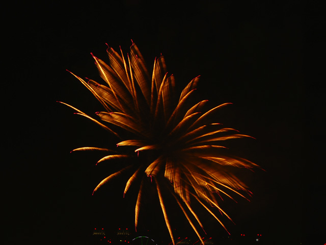 The_fireworks_of_tokyo_bay4w